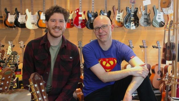 """Fabio Böckle und Roland Mähr führen das Instrumentengeschäft """"zusammenklang"""" in Feldkirch und wissen, wie schwer ist es, mit den großen Onlineshops mithalten zu wollen. (Bild: zvg/zusammenklang)"""