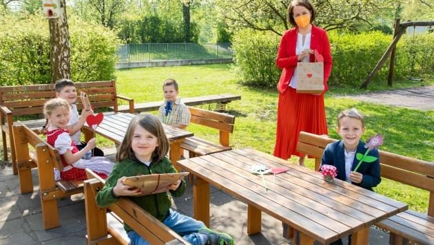 Machte sich vor Ort ein Bild: Christiane Teschl-Hofmeister (Bild: NLK)