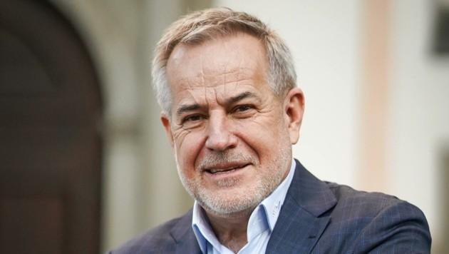 Der Ex-Magna-Chef Sigi Wolf besserte das Angebot nach. Bei einer erneuten Abstimmung hofft er auf eine Dreiviertelmehrheit bei der Belegschaft. (Bild: Wenzel Markus)