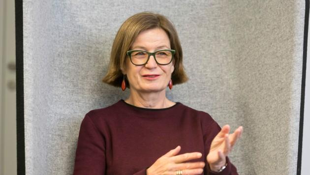 Barbara Herold bringt das Thema Erben auf die Bühne: Bunt, unterhaltsam und informativ. (Bild: Mathis Fotografie)