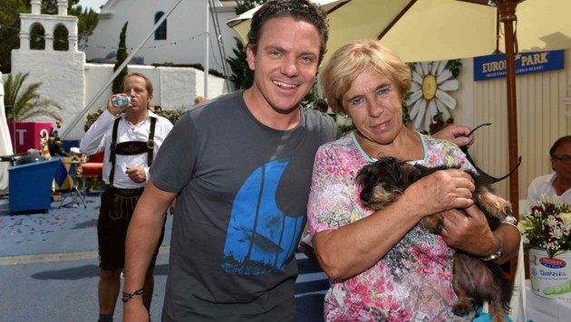 Stefanie Mross, Mutter von Volksmusik-Star Stefan Mross, trauert nach dem Tod ihrer Schwester Helga B. (76) und ihrer gleichnamigen Nichte (50). (Bild: Roman BABIRAD)