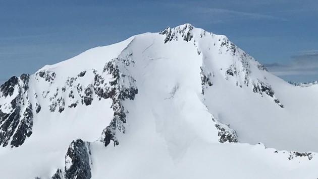 Unterhalb des Gipfels der Weißkugel löste sich die Lawine und riss den Tourengeher mit (Bild: zoom.tirol)