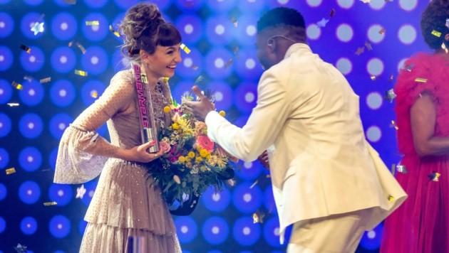 Der Zweitplatzierte Fred Owusu gratulierte der Gewinnerin. (Bild: Hans Leitner)