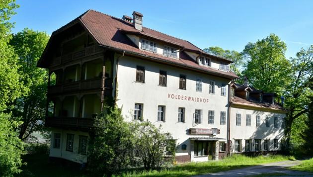 In diesem ehemaligen Hotel ging die Post ab. (Bild: zoom.tirol)