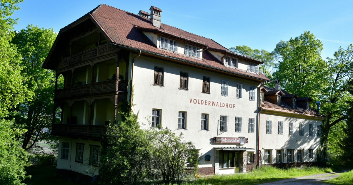 25 Personen feierten in desolatem Tiroler Hotel