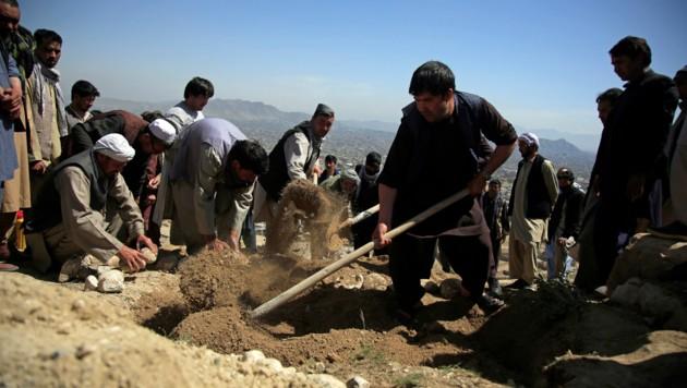 Die meisten Todesopfer waren Schülerinnen im Alter von 11 bis 15 Jahren. (Bild: AP)