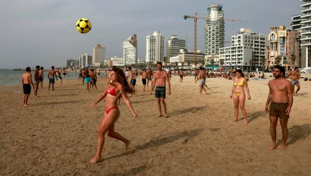 Israel ist zwar nicht Corona-frei, mittlerweile gibt es aber nur noch weniger als 1000 aktive Fälle im Land. (Bild: AFP)