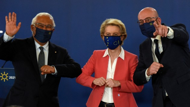 Letzter Gipfel mit Maske? Gastgeber Costa (Portugal), von der Leyen, Charles Michel (v.l.) (Bild: AFP )