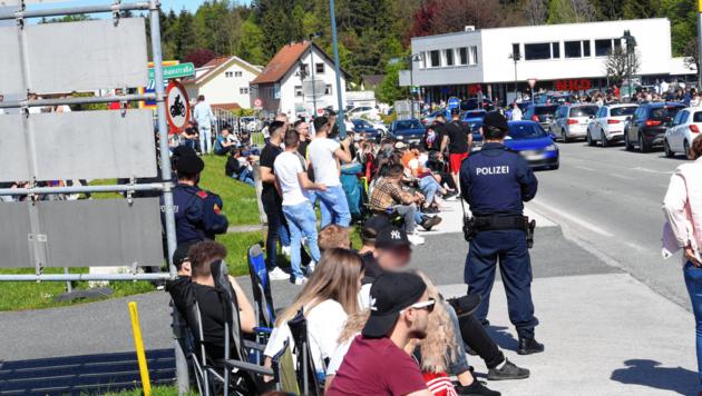 Die Mindestabstände wurden trotz Coronaregeln von den Besuchern kaum eingehalten. Die Polizei stellte einige Strafmandate und Anzeigen aus. (Bild: Hermann Sobe)