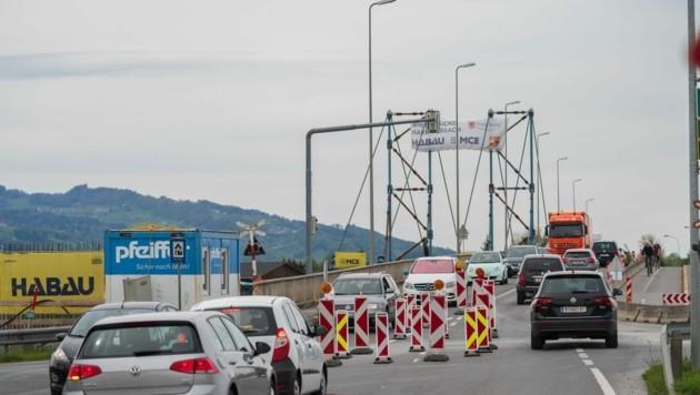 Die Staus an der Rheinbrücke aufgrund der Ausreisekontrollen könnten sich bald auflösen. (Bild: Stiplovsek Dietmar)
