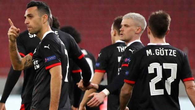 Links im Bild Eran Zahavi, der derzeit bei PSV Eindhoven mit Deutschlands Weltmeister Mario Götze spielt. (Bild: AP/Thanassis Stavrakis)