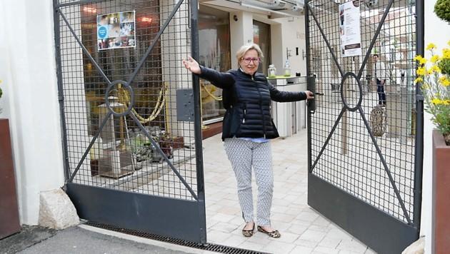 Renate Remta-Grieshofer freut sich schon, bald wieder Gäste ins Altstadhaus bitten zu können. (Bild: Christian Jauschowetz)