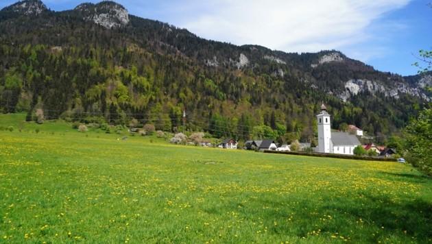 In der Nähe der Kirche in Niederhofen soll das Leitspital gebaut werden. (Bild: Pail Sepp)