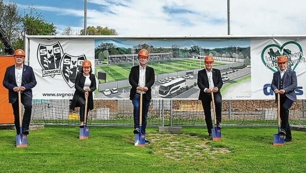 Der Spatenstich für das neue Stadion in Gnas ist erfolgt. (Bild: Marcel Pail)