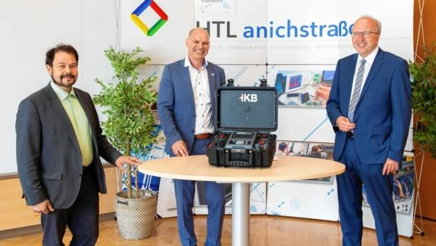 IKB-Vorstandsvorsitzender Helmuth Müller, HTL-Direktor Helmut Stecher und IKB-Bereichsleiter Roland Tiwald (v. re.). (Bild: Martin Strickner - www.solopix.at)
