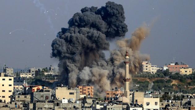 """130 laut Israel """"militärische Ziele"""" wurden im Gazastreifen am Dienstag bombardiert. (Bild: AFP)"""