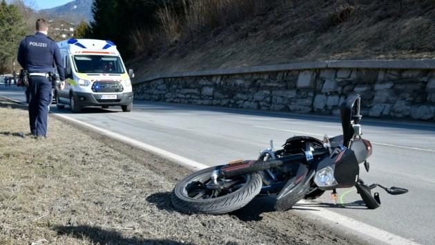 Der Moped-Crash endete für zwei Mädels mit Verletzungen. (Bild: ZOOM.TIROL)