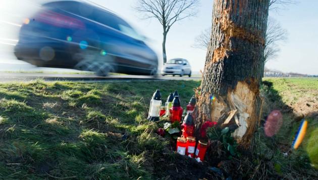 Vergangenes Jahr verloren deutlich weniger Menschen ihr Leben im Straßenverkehr als in den Jahren davor. (Bild: APA/dpa/Julian Stratenschulte)