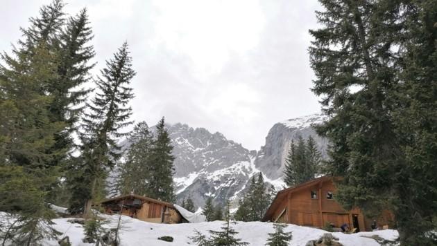 Der Schnee bei der Alplhütte ist mittlerweile praktisch komplett geschmolzen (Bild: Peter Freiberger)