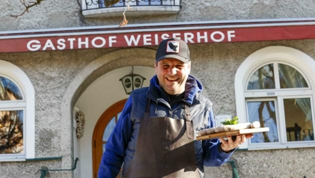 """Julian """"Jules"""" Grössinger vom Gasthof Weiserhof freut sich auf die Öffnung nächste Woche. Was er in Lockdown-Zeiten am allermeisten vermisst hat: den Kontakt zu seinen Gästen. (Bild: Tschepp Markus)"""