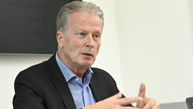 Reinhold Mitterlehner kritisiert einmal mehr den politischen Stil der Neuen Volkspartei. (Bild: APA/HANS PUNZ)