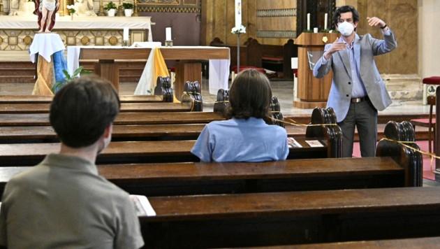 Chöre dürfen in der Kirche wieder singen (Bild: APA/HANS PUNZ)