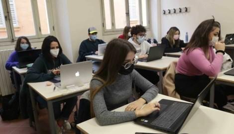 Nur wer getestet ist, darf am Präsenzunterricht teilnehmen. Testverweigerer müssen im Distanzunterricht bleiben. (Bild: Photo Press Service)