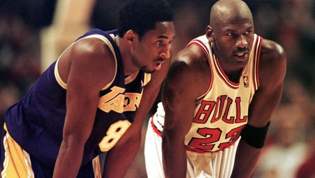 Kobe Bryant (li.) und Michael Jorden auf einem Bild aus dem Jahr 1997. Die beiden galten als gut befreundet. (Bild: APA/AFP/VINCENT LAFORET)