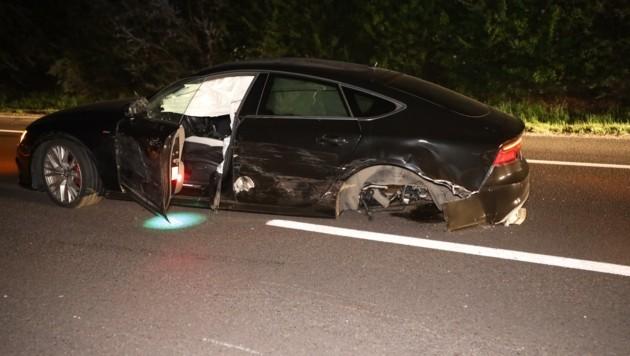 Beim Pkw des Unfallgegners der Geisterfahrerin wurde der Hinterreifen herausgerissen. Das herumfliegende Rad beschädigte ein weiteres Auto. (Bild: Matthias Lauber)