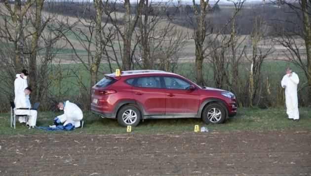 Das Auto, in dem die Opfer gefunden wurden (Bild: Monatsrevue/Lenger Thomas)