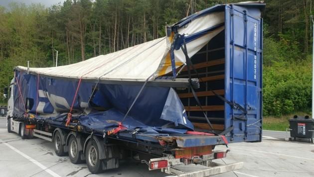 Komplett zerstört war der Anhänger des Transporters. (Bild: Polizei Stmk)