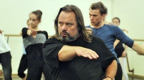 Seine Liebe gilt dem Theater und dem Tanz: Choreograf Artur Kolmakov bei den Proben. (Bild: zVg)