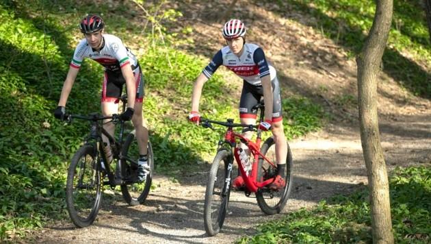 Julius Scherrer (l.) und Kilian Feurstein verbindet viel aber im Wettkampf sind sie Konkurrenten. (Bild: Maurice Shourot)