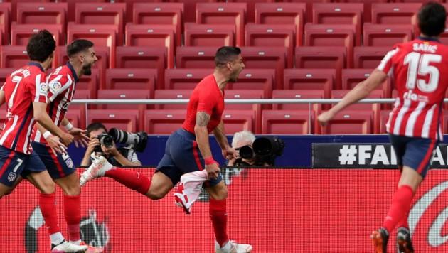 Luis Suarez weiß es auch, dieser Treffer könnte den Titel bedeuten. (Bild: AP/Manu Fernandez)