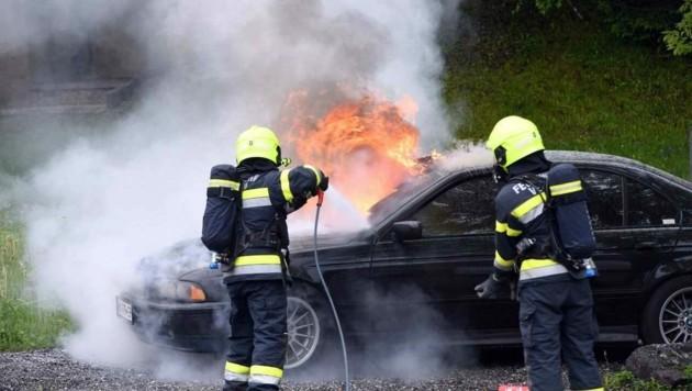 Das Auto ging in Flammen auf. (Bild: Hermann Sobe)