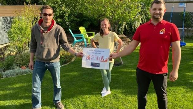 Manuel und Gabriel Hnilicka überreichten Melanie Spenden. (Bild: zVg)
