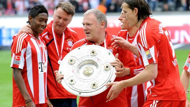 David Alaba, Louis van Gaal, Hermann Gerland und Daniel van Buyten (von li. nach re.) im Jahr 2010 (Bild: GEPA )