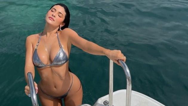 Kylie Jenner posiert im Bikini für einen Instagram-Schnappschuss. (Bild: instagram.com/kyliejenner)