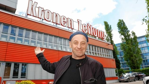 """Beim """"Krone""""-Besuch verraten: Der Alles-Künstler Alf Poier veröffentlicht am 6. 6. seinen Titel """"Lieder unserer Jugend"""". (Bild: Klemens Groh)"""