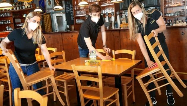 Restaurants und Hotels holen nun viele Kurzarbeiter und Arbeitslose in die Vollbeschäftigung zurück. (Bild: Peter Tomschi)