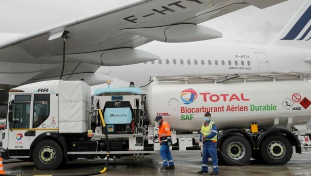 Die Air France ist erstmals mit nachhaltigem Treibstoff aus Speiseöl zu einem Langstreckenflug aufgebrochen. (Bild: AP)