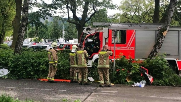"""Ein Feuerwehrmann der FF St. Peter wurde schwer verletzt. (Bild: Kärntner """"Krone"""")"""