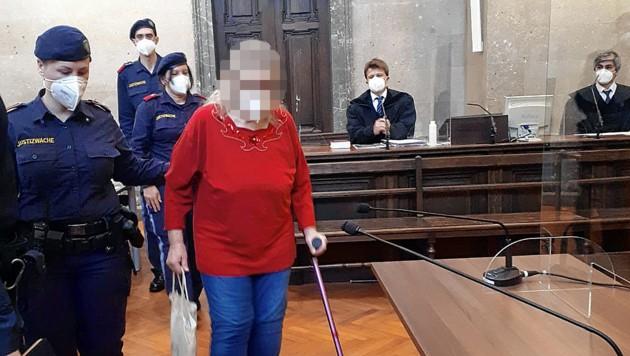 Die 73-Jährige vor Gericht in Wien (Bild: Peter Grotter, krone.at)