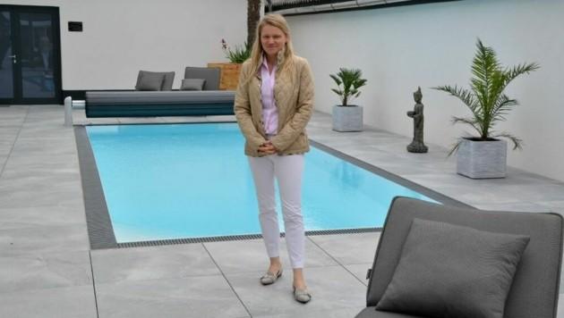 Yvonne Kracher in ihrem Guesthouse. Die Buchung ist gut. (Bild: Charlotte Titz)