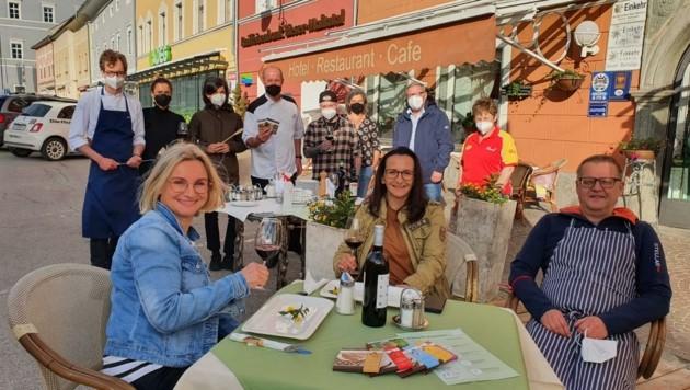Auch in der Künstlerstadt freuen sich die Wirte auf die Eröffnung (Bild: Rudolf Nußbaumer)