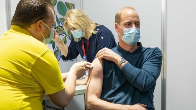 Prinz William wurde jetzt gegen das Coronavirus geimpft. (Bild: twitter.com/kensingtonroyal)