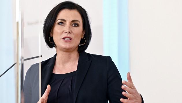 Landwirtschaftsministerin Elisabeth Köstinger (ÖVP) kritisiert die Preispolitik des Handels. (Bild: APA/Herbert Neubauer)