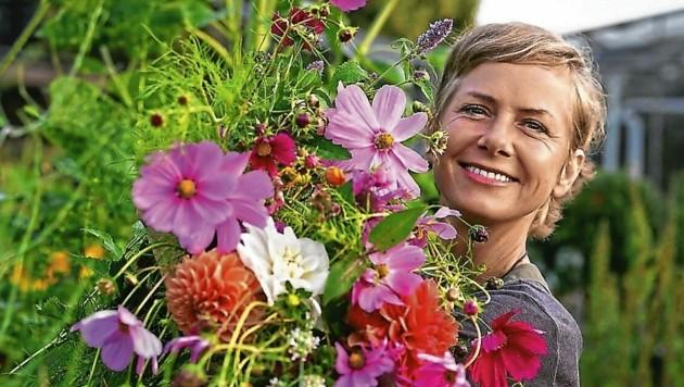 Die bekannte Bio-Gärtnerin Angelika Ertl mahnt die Steirer, Bienen mehr zu unterstützen (Bild: MIchael Hochfellner Pfotography)