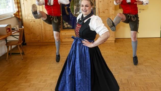 Andreas Willer, Tobias Möschl und Theresa Krispler freuen sich, regelmäßig tanzen zu können. (Bild: Tschepp Markus)