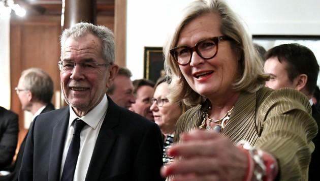 Botschafterin Ursula Plassnik bei einem Empfang für Bundespräsident Alexander Van der Bellen im Jahr 2017 in der österreichischen Botschaft in Bern (Bild: APA/HARALD SCHNEIDER)